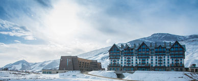 Shahdag - 8 de febrero de 2015: Hoteles turísticos encendido imagen de archivo libre de regalías