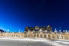 Shahdag - 27 de febrero de 2015: Hoteles turísticos encendido Imágenes de archivo libres de regalías