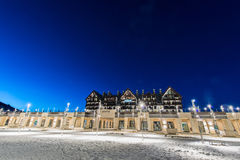 Shahdag - FEBRUARI 27, 2015: Turist- hotell på Royaltyfria Bilder