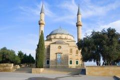 Shahid胡同的清真寺在12月天 巴库,阿塞拜疆 库存图片