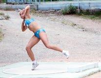 Shaidova Catalina compite en la competición lanzamiento de peso Fotos de archivo