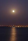 Shaikh哈利法桥梁美丽的景色在超级月出的 图库摄影