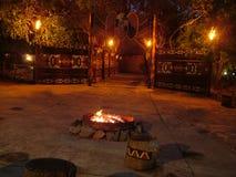 SHAKALAND, SUDAFRICA - CIRCA NOVEMBRE 2011: Villaggio zulù alla notte immagini stock