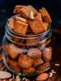 Shakarpara, indischer Bonbon, Imbiss stockfotos