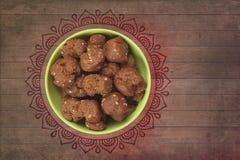 Shakarpara - indiska sötsaker Arkivfoton