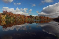 Shaker湖,克利夫兰,俄亥俄,在秋天 免版税库存图片