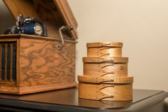Shaker Boxes Near Antique Phonograph Fotografia Stock