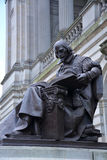 Shakespeare. Bronze statue of William Shakespeare at the main entrance to the Carnegie Music Hall Stock Photo