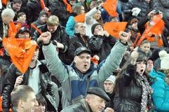 Shakhtar小组迷庆祝被赢得的一个进球 库存图片