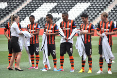 Shakhtar players take off their jackets Stock Photography
