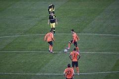 Shakhtar Spieler fangen zur Champions Leagueabgleichung an Lizenzfreies Stockfoto