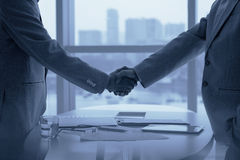 Free Shaking Hands Stock Photography - 57933632
