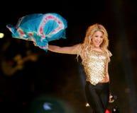 Shakira executa no concerto imagens de stock
