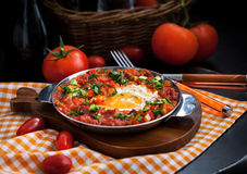 Shakshuka用蕃茄和鸡蛋 免版税库存照片