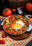 Shakshuka avec des tomates et des oeufs Photos libres de droits