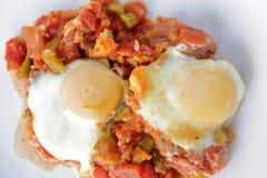 Shakshuka mitt - östlig frukost Arkivfoton