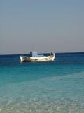 Shallop no mar azul fotografia de stock royalty free