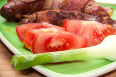 SHALLOW FOCUS FRIED SAUSAGES BACON TOMATO ONION Royalty Free Stock Image