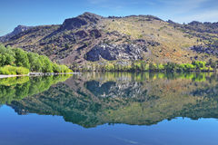 A shallow lake in the mountains of California Royalty Free Stock Photos
