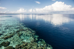 Shallow Reef and Deep Water Drop Off Royalty Free Stock Photography