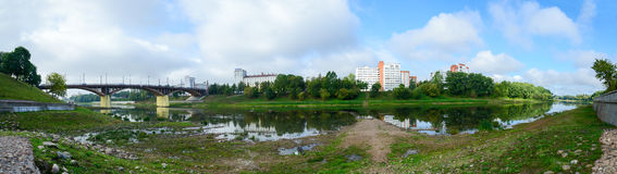 Shallowing западного русла реки Dvina должного к сухому лету Стоковое Изображение RF