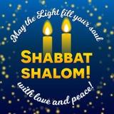 Shalom de Shabbat duas velas de rotulação do cartão, fundo estrelado do céu noturno, ilustração do vetor