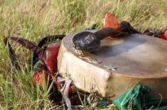 Shaman Tambourine und ein Holzhammer Stockbild