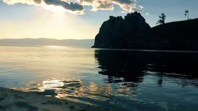 Shamanka-Felsen im Sonnenuntergang stock video
