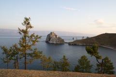 Shamanka-rots op eiland Olkhon in het meer van Baikal, Stock Foto