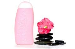 Shampoo, stenen, bloemen royalty-vrije stock afbeeldingen