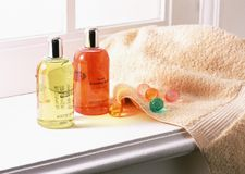 Shampoo and towels Stock Photos