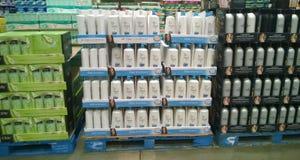 Shampoo und Bedingung für Verkauf lizenzfreie stockfotos