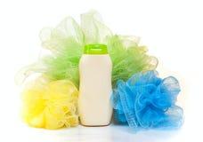 Shampoo und ein Schwamm Stockfoto
