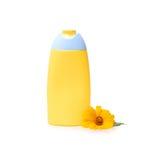Shampooflasche mit der Calendulablume lokalisiert auf Weiß Ringelblumenauszug Stockfoto