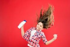 Shampooing sec Astuces faciles faisant la coiffure pour des enfants Concept fort et sain de cheveux Fra?cheur durable Frais il  photo stock