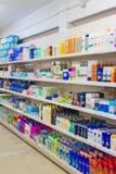 Shampoos und Haushaltschemikalien im Supermarkt Lizenzfreie Stockbilder