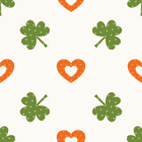 Shamrock and hearts seamless pattern Royalty Free Stock Photos