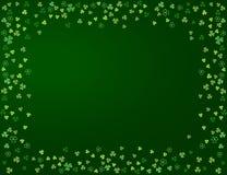 Shamrock liści koniczynowa rama odizolowywająca na ciemnozielonym tle Zdjęcie Royalty Free