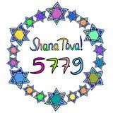 Shana托娃5779题字西伯来翻译我祝愿您幸福 在多彩多姿的星大卫一个圆的框架  吹的男孩hashanah犹太新的rosh羊角号年 免版税库存图片