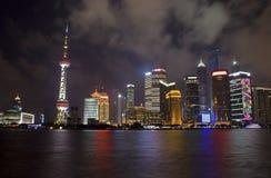 Shangai céntrica en la noche Fotografía de archivo libre de regalías