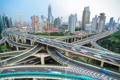 Shangai elevó el empalme de camino y el paso superior del intercambio imágenes de archivo libres de regalías