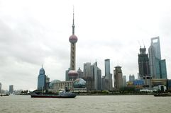 Shangai - paisaje urbano con el río de Huangpu Foto de archivo
