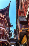 Shangai vieja contiene los tejados Yuyuan China del rojo Fotos de archivo