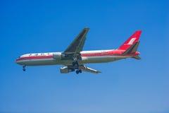 Shanghai Airlines flygplan Fotografering för Bildbyråer
