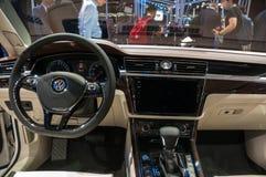 Shanghai Auto toont VW Phideon van 2017 Stock Foto