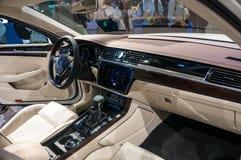 Shanghai Auto toont VW Phideon van 2017 Stock Afbeelding
