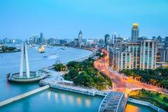 Shanghai bund i skymning Arkivbild