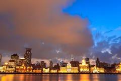 Shanghai bund med solnedgångglöd Arkivfoton