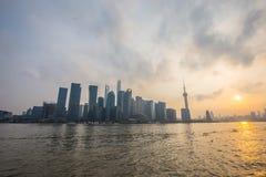 Shanghai bund på solnedgången Arkivfoto