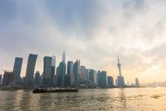 Shanghai bund på solnedgången Royaltyfria Bilder
